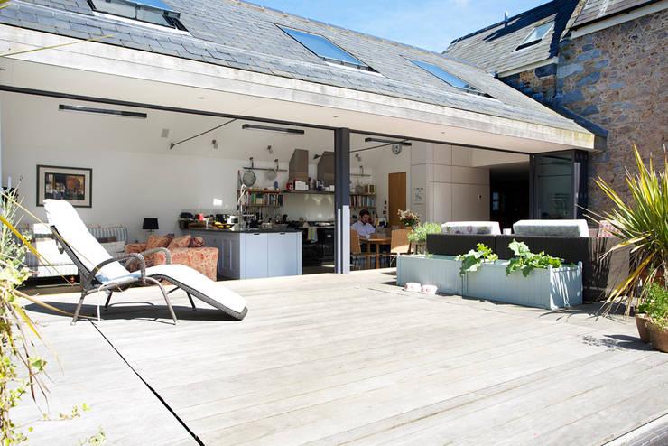 Maison Frie au Four:  Terrace by CCD Architects