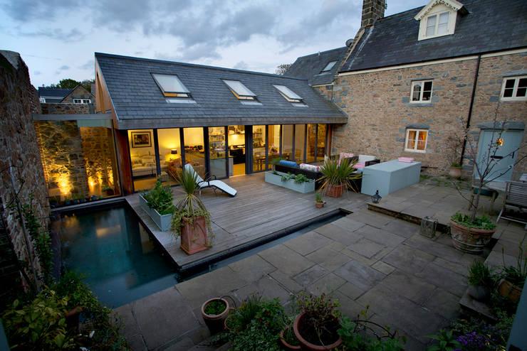 Maison Frie au Four:  Houses by CCD Architects
