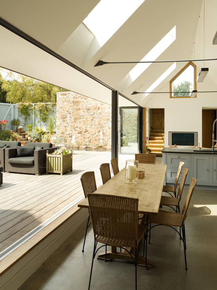 Maison Frie au Four:  Kitchen by CCD Architects