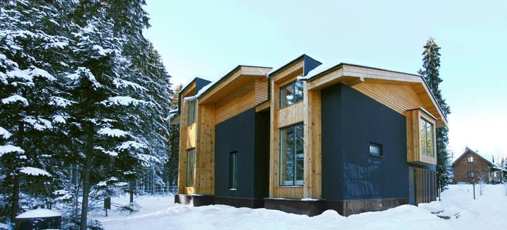 Фото Обложки: Дома в . Автор – Snegiri Architects,