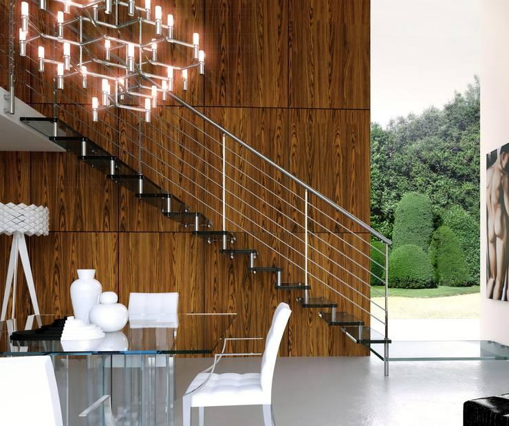 ARIA GLASS: Ingresso, Corridoio & Scale in stile  di NORD SCALE