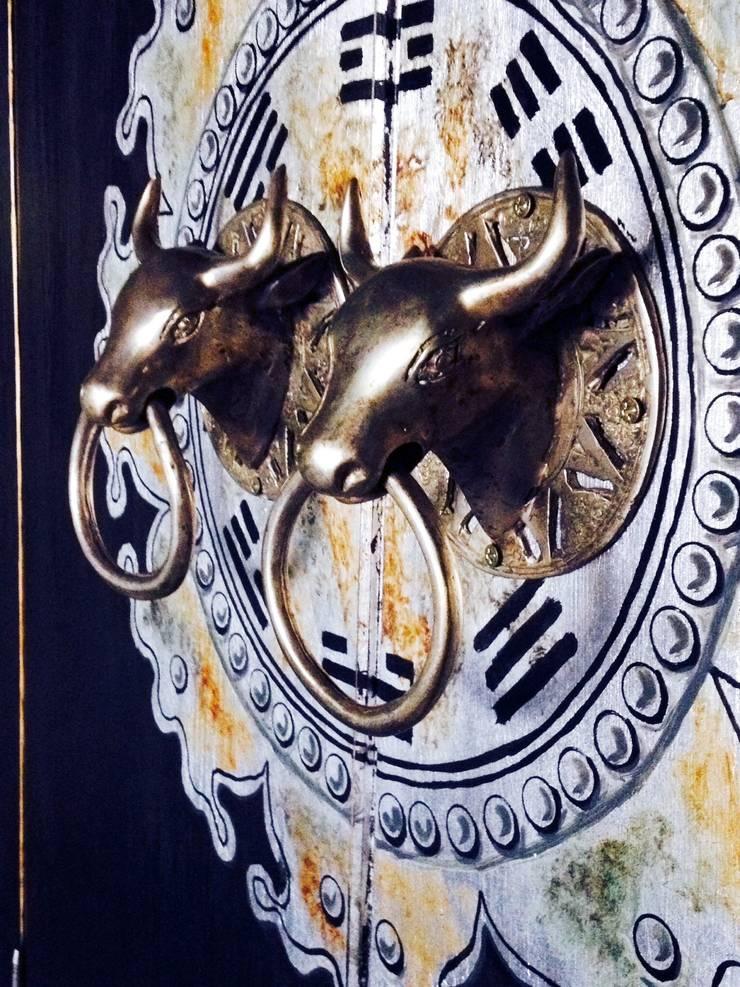 tirador en bronce:  de estilo  de ESTUDIO DELIER, Asiático