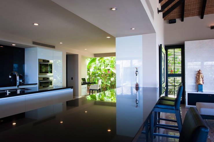 Villa Siriyana Cocinas modernas de Stone Contractors Moderno