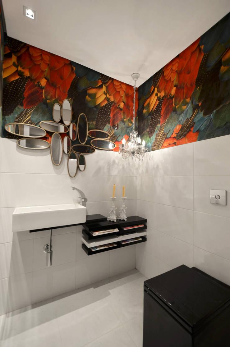 Casa da Praia: Banheiros  por Johnny Thomsen Design de Interiores
