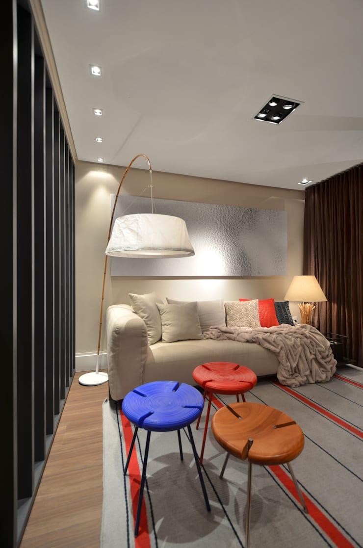 Casa da Praia: Salas de estar  por Johnny Thomsen Design de Interiores
