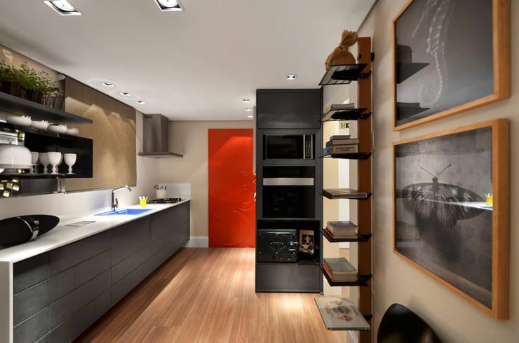 tropical Kitchen by Johnny Thomsen Design de Interiores