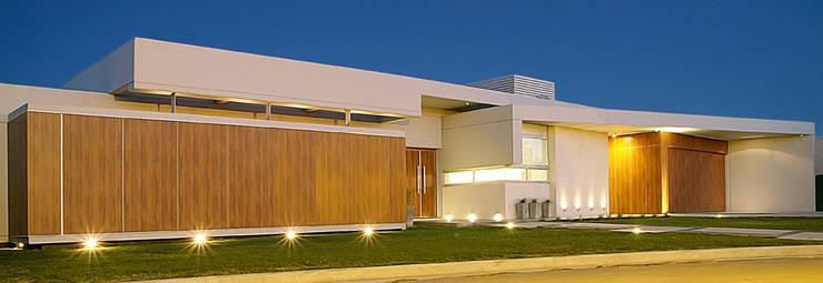 fachada:  de estilo  por METODO33