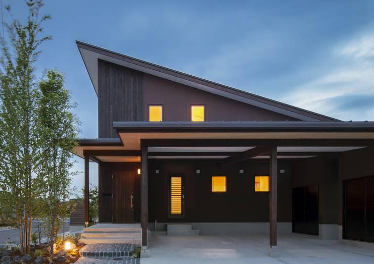 ヒカハウス: M. DESIGN STUDIO.が手掛けた家です。