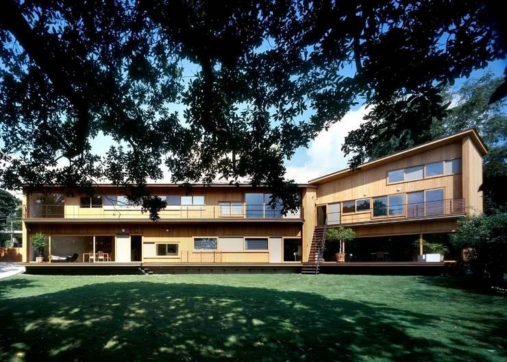 南(庭側)外観: 八木建築研究所 Yagi Architectural Designが手掛けた家です。,モダン