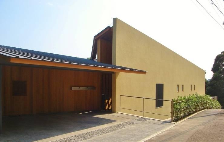 北(道路側)外観: 八木建築研究所 Yagi Architectural Designが手掛けた家です。,モダン