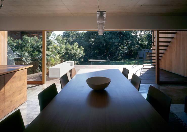 世帯2 主室: 八木建築研究所 Yagi Architectural Designが手掛けたダイニングです。,モダン