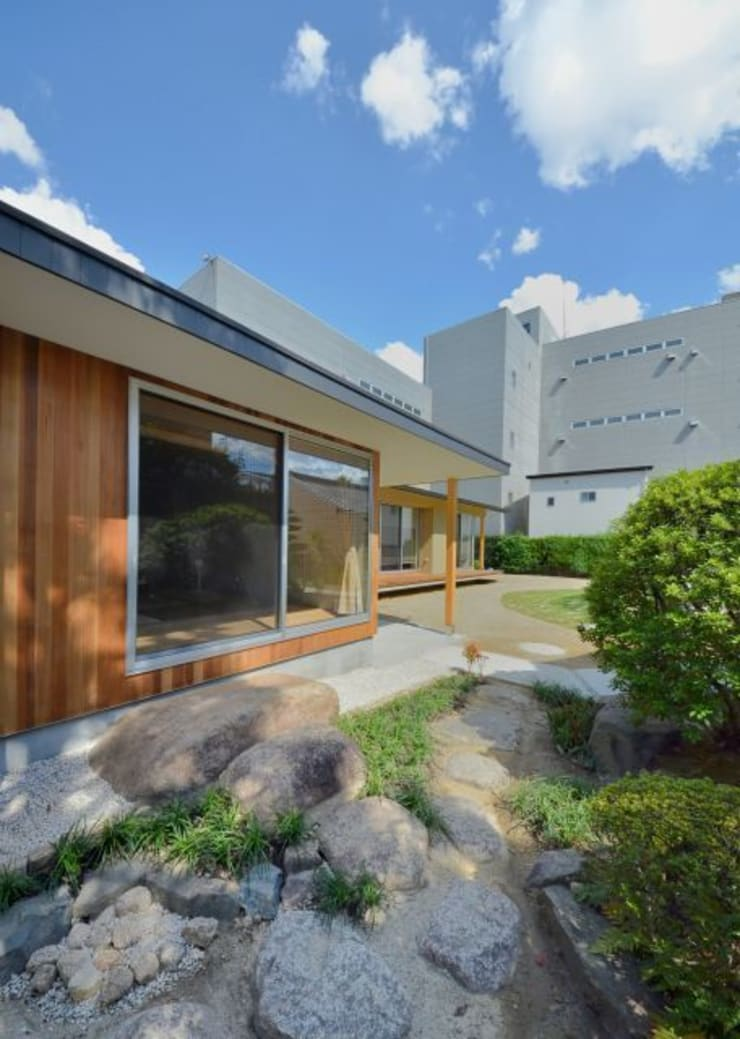 ヒンプンのある家: 岩田建築アトリエが手掛けた家です。