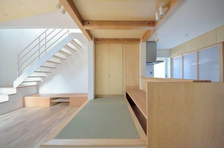 ユキイロノイエ: 岩田建築アトリエが手掛けた和室です。