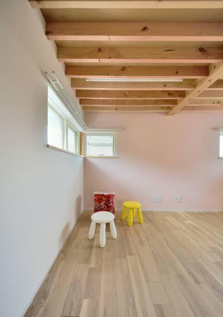 ユキイロノイエ: 岩田建築アトリエが手掛けた子供部屋です。