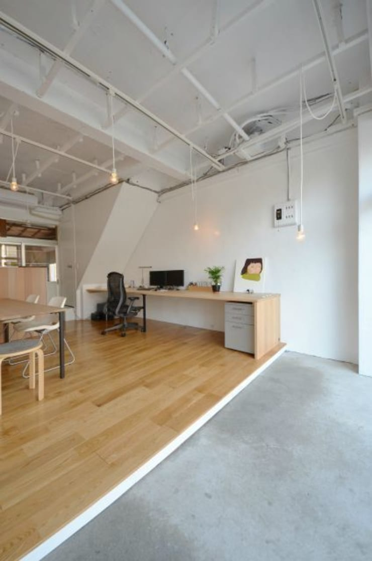 RE:->+: 岩田建築アトリエが手掛けたオフィススペース&店です。