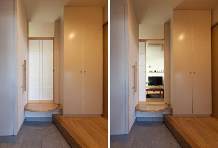 Corridor and hallway by シーズ・アーキスタディオ建築設計室, Modern