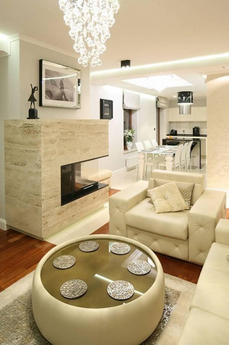 Apartament Glamour: styl , w kategorii Salon zaprojektowany przez CAROLINE'S DESIGN