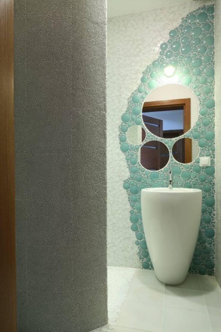 Bąbelkowy podwodny świat.: styl , w kategorii Łazienka zaprojektowany przez CAROLINE'S DESIGN