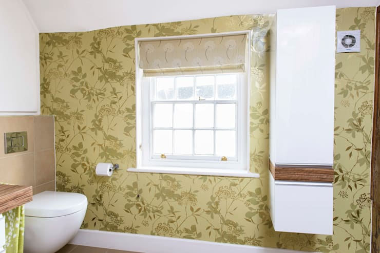 Wallpaper Feature Wall: classic Bathroom by Workshop Interiors