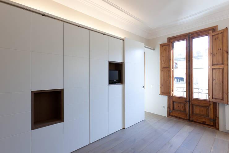 Piso Calle Princesa en Barcelona: Dormitorios de estilo  de 4+1 arquitectes