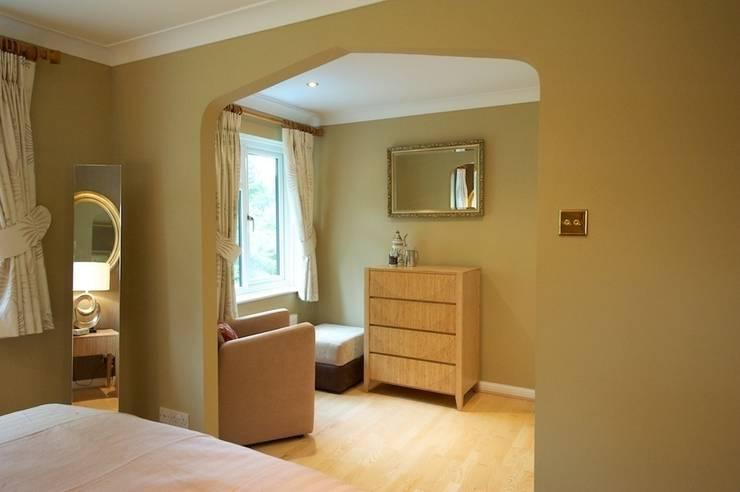 Master bedroom/dressing area:  Bedroom by Chameleon Designs Interiors