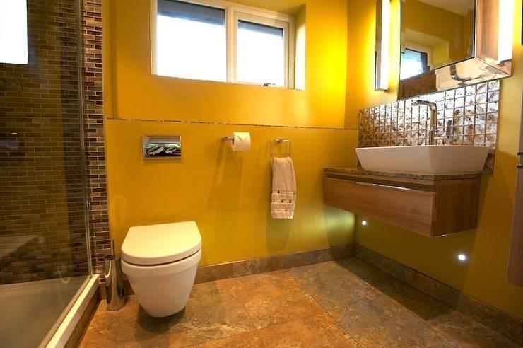 Bathroom/en-suite:  Bathroom by Chameleon Designs Interiors