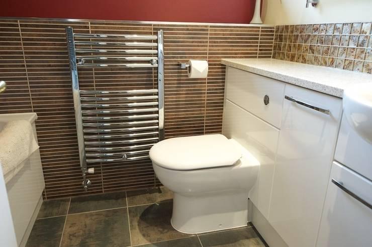 Family bathroom:  Bathroom by Chameleon Designs Interiors