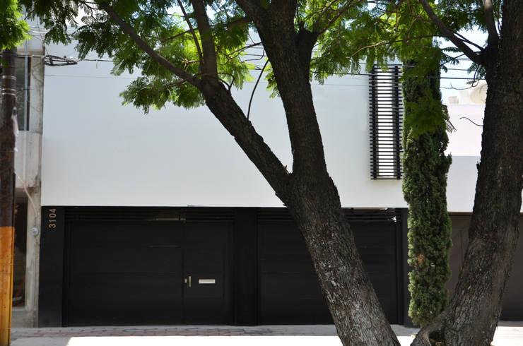 CASA MIRADOR Casas eclécticas de wrkarquitectura Ecléctico