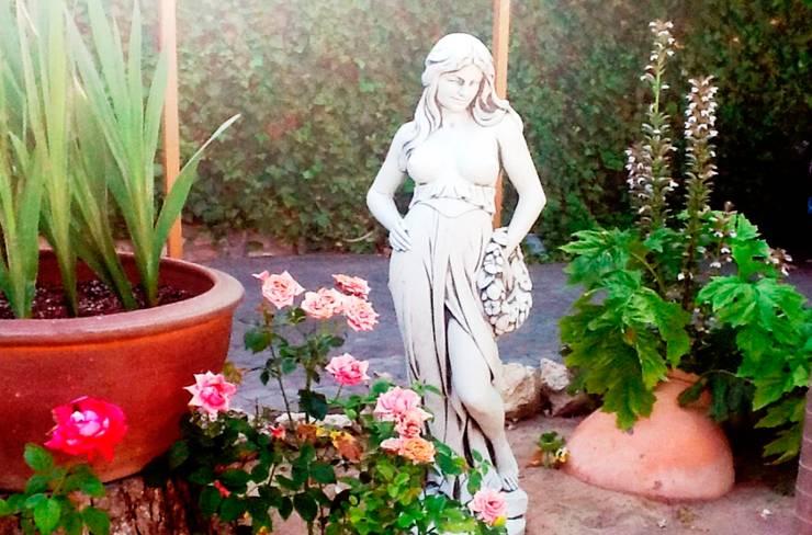 Figura para jardín.: Jardín de estilo  de Piedra Artificial Balaustres Martinez