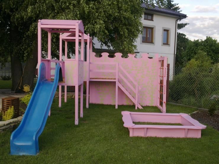 Domek dla dzieci i plac zabaw: styl , w kategorii Ogród zaprojektowany przez K2M Mariusz Gromada