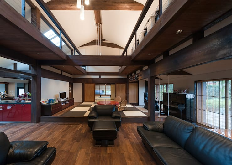 Salas / recibidores de estilo  por 環アソシエイツ・高岸設計室