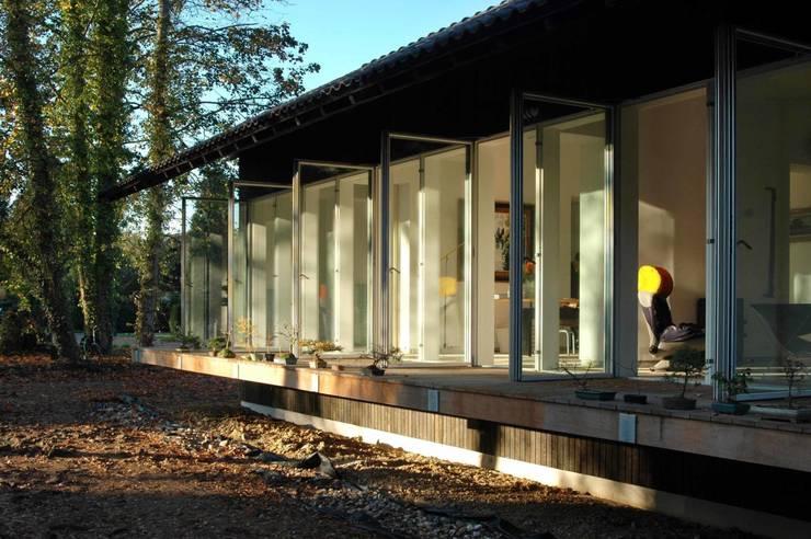 aanzicht veranda:  Huizen door DAAD Architecten, Modern