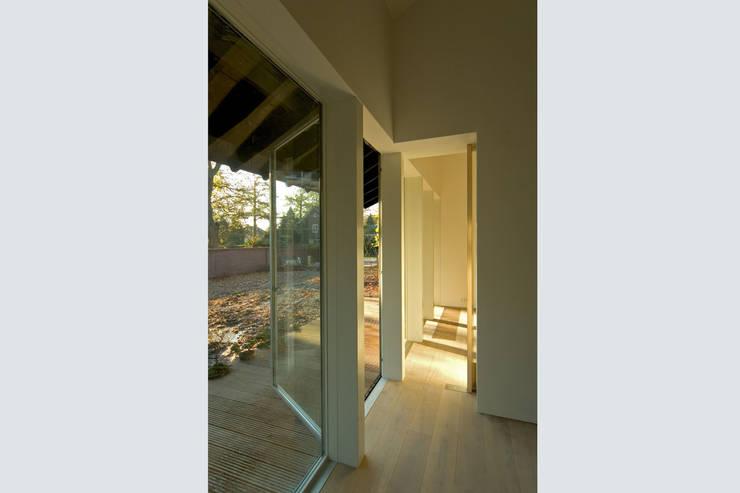 interieur:  Woonkamer door DAAD Architecten, Modern