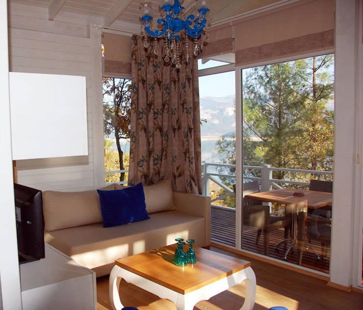 SAKLI GÖL EVLERİ – Saklı Göl Evleri:  tarz Oturma Odası, Modern
