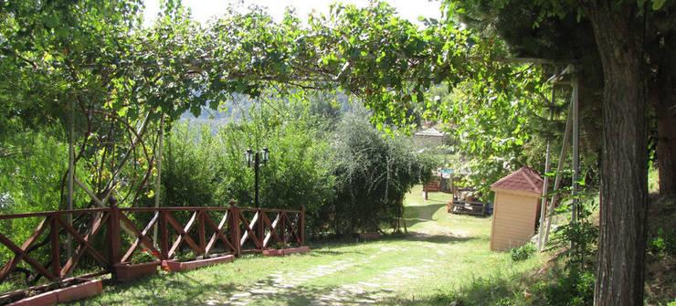 SAKLI GÖL EVLERİ – Saklı Göl Evleri:  tarz Bahçe
