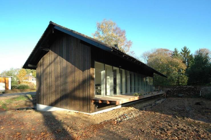 aanzicht tuinzijde:  Huizen door DAAD Architecten, Modern