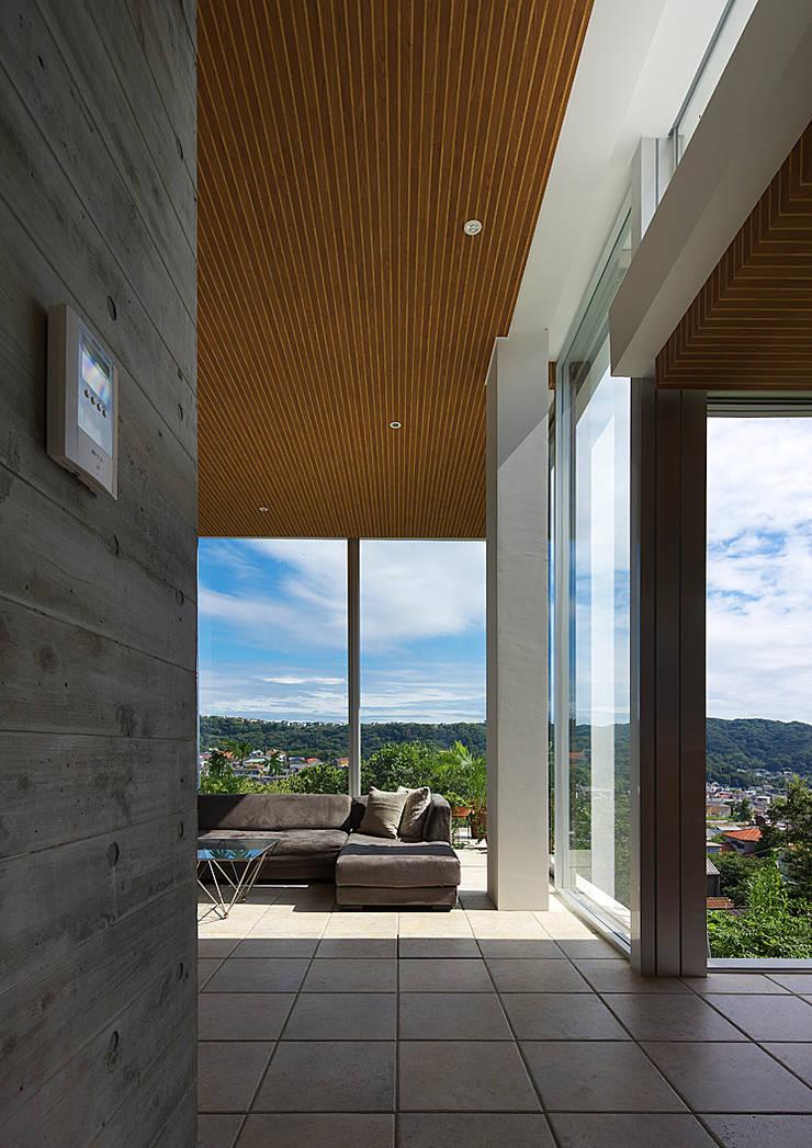 段床の家/葉山K邸 (Dansho -no IE ): Archiplus Architectural Design Office / ㈱アーキプラス一級建築士事務所が手掛けたダイニングです。