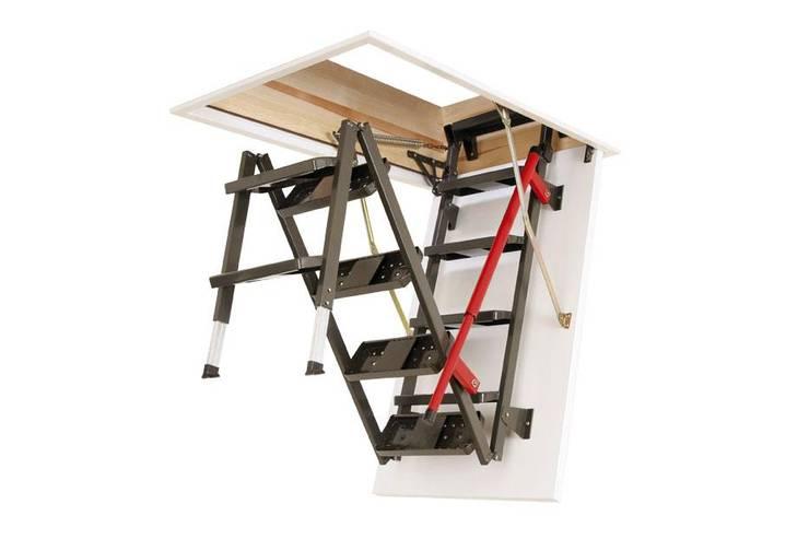 Fakro Pivot Çatı Pencereleri – Katlanır Metal Çatı Merdivenleri:  tarz , Klasik Ahşap Ahşap rengi