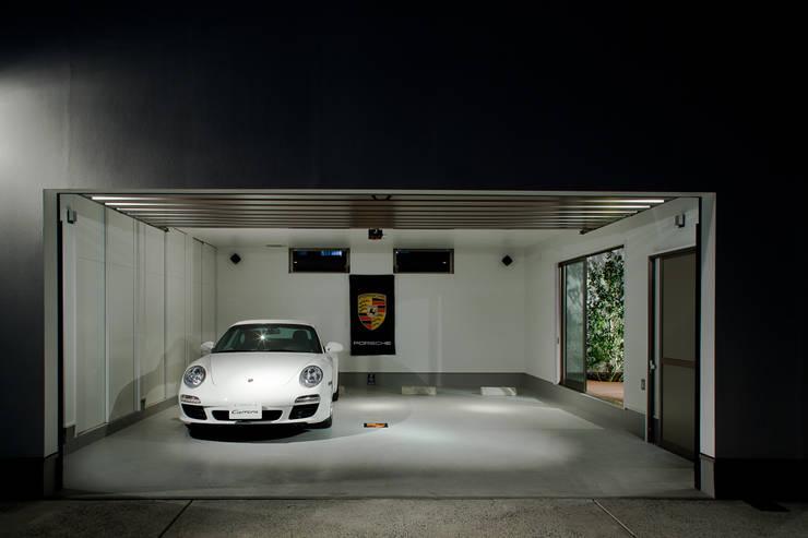 ガレージ内部: 堺武治建築事務所が手掛けたガレージです。