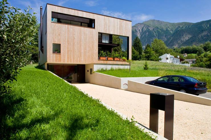 West Fassade:  Häuser von dreipunkt ag