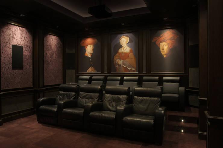 Cinema: styl , w kategorii Pokój multimedialny zaprojektowany przez SAFRANOW,Klasyczny