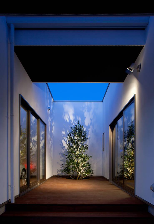 光庭: 堺武治建築事務所が手掛けた庭です。