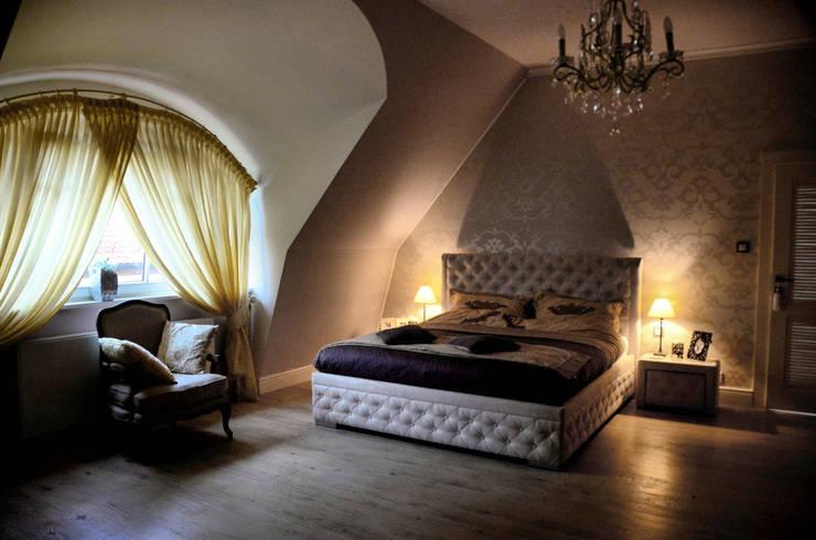 Rustykalny glamour.: styl , w kategorii Sypialnia zaprojektowany przez CAROLINE'S DESIGN