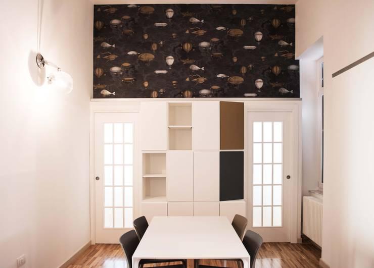 I 2015: Sala da pranzo in stile in stile Classico di Antonio Buonocore