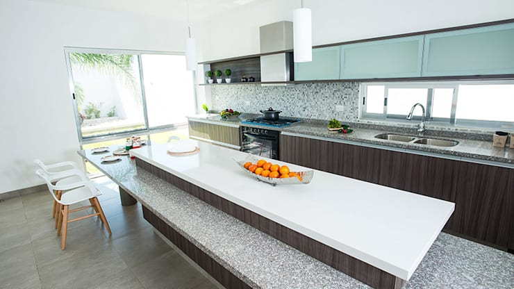 Kitchen by Ancona + Ancona Arquitectos