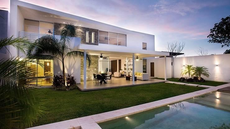 Maisons de style  par Ancona + Ancona Arquitectos