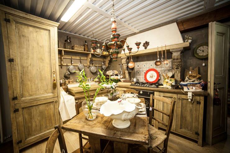 Cucina Country Como-Edit: Cucina in stile in stile Rustico di Porte del Passato