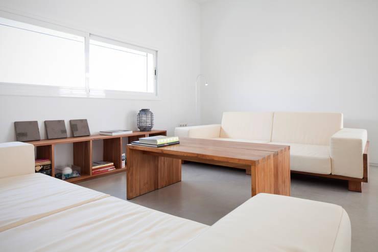 CASA RM: Salones de estilo escandinavo de RM arquitectura