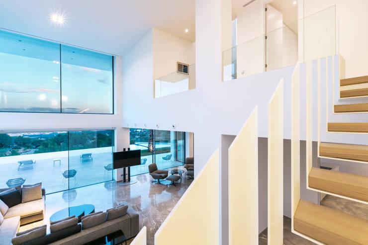 CASA SV II: Salones de estilo minimalista de RM arquitectura