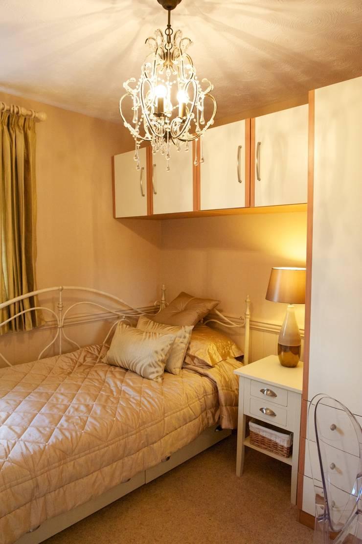 Teenagers daughters bedroom:  Nursery/kid's room by Chameleon Designs Interiors